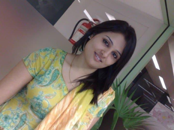 A cute escorts girl in Bangalore