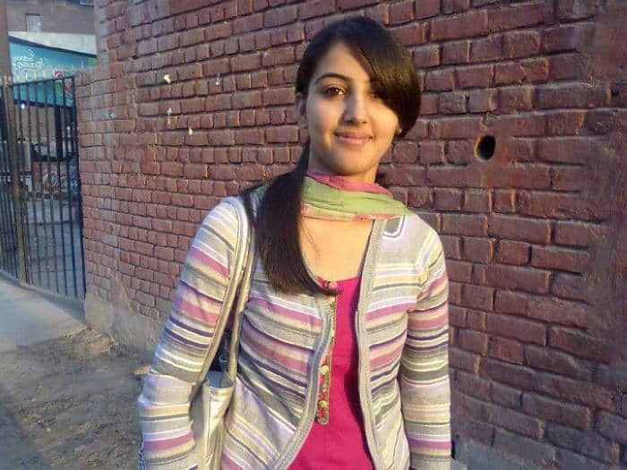 Enjoy the high class Bangalore escorts girl