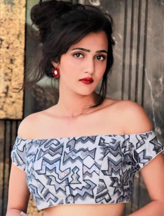 Independent escort girl - Eeshta