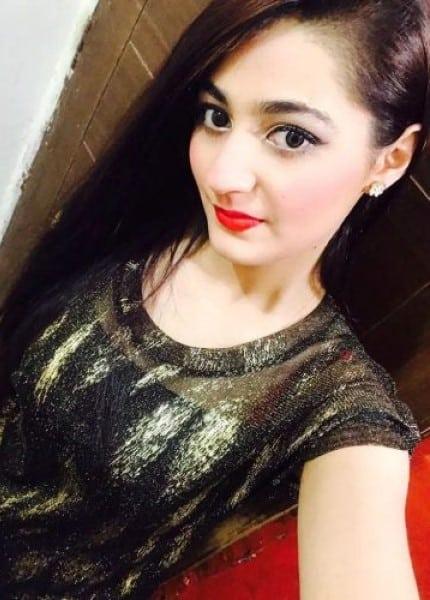 Aarati - cute selfie picture