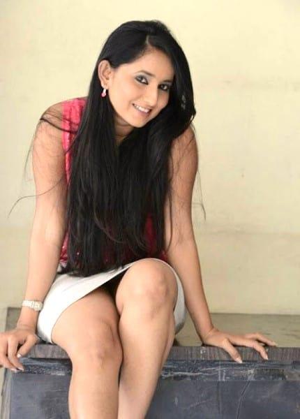 Adugodi escort girl Bavitha