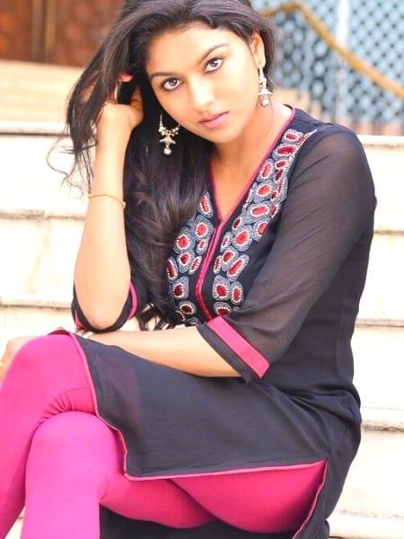 Agra escort girl - Garima