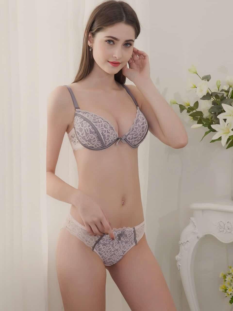 Paris escort girl - Rosamonde