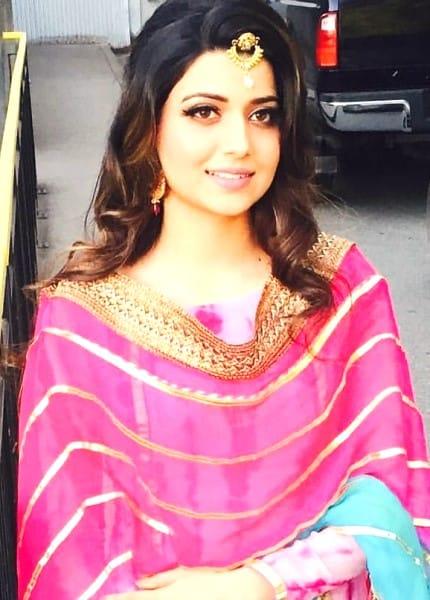 Veena hot bide look