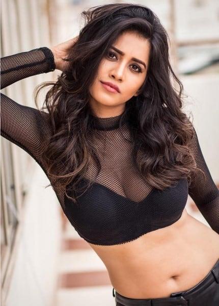 Sona - the hot looking girl