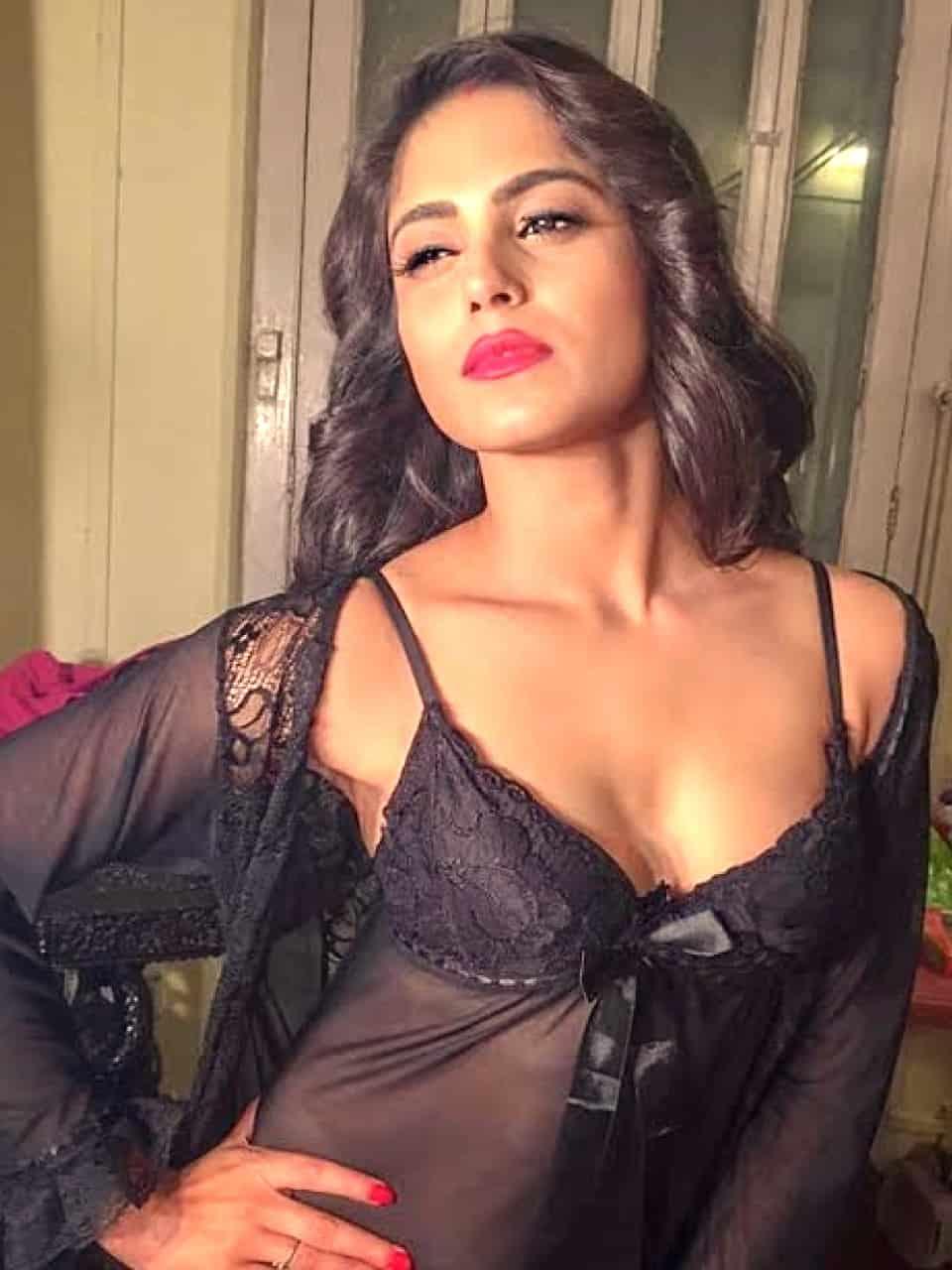 Durba - Kolkata escort