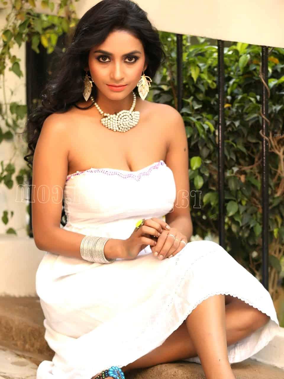 Geetika - Kolkata escort