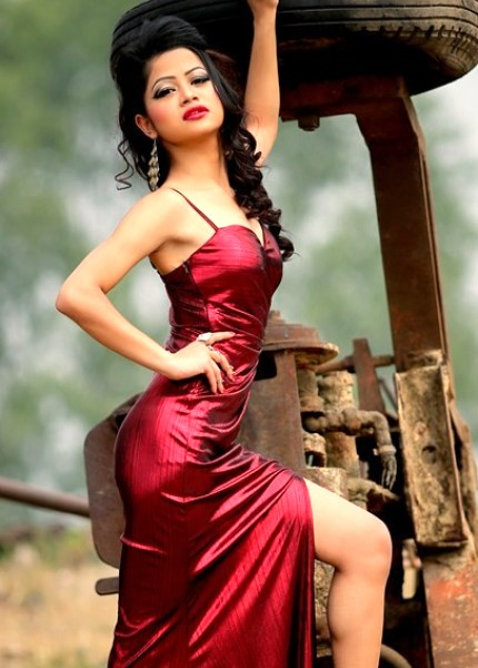 Pallavi - romantic look