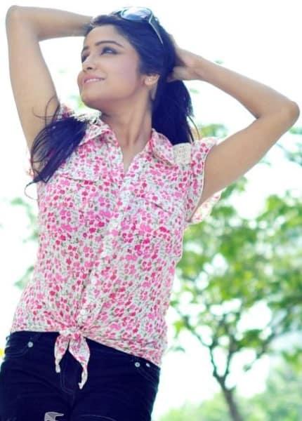 Pallavi smiling selfie photoshoot